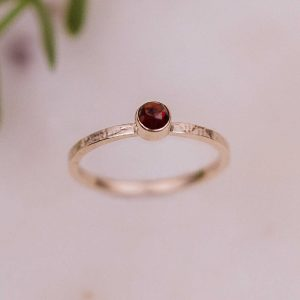 rose cut garnet gold ring